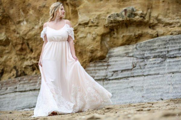 Ici, vous obtiendrez une robe de mariée grande taille